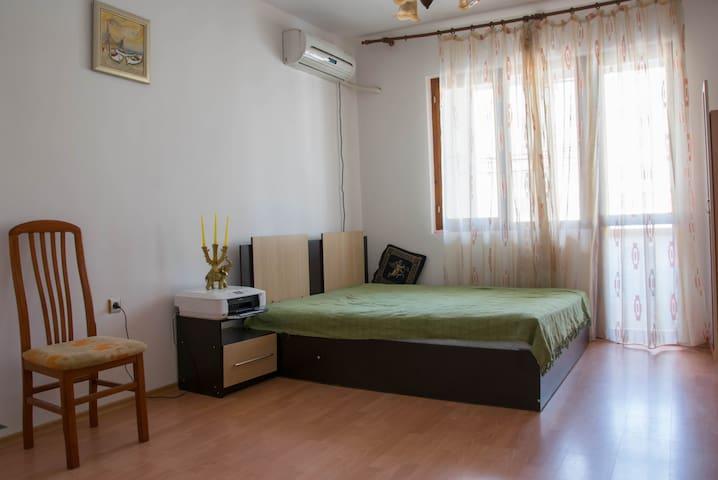 Quiet Simple Room in Varna - Varna - Appartement