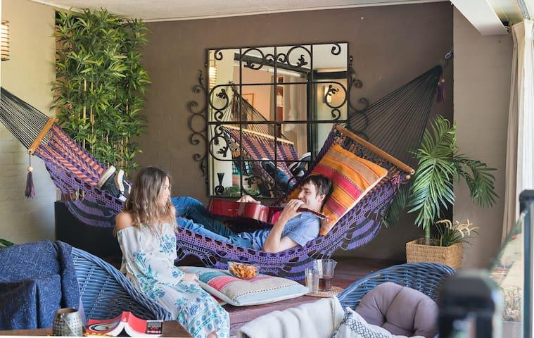 Urban Rainforest Retreat - 3 bed, 3 bath plus pool - Greenwich - Rumah
