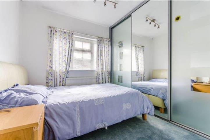 Double Room in Cherry Hinton suburb - Cambridge - Huis