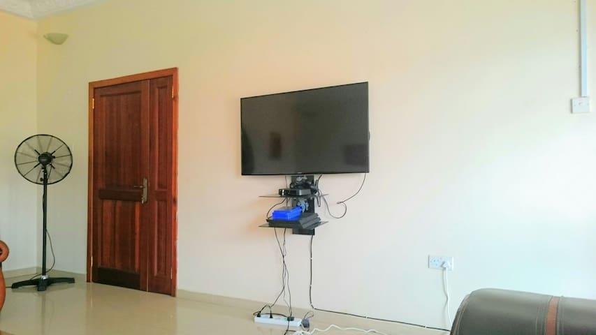 Mountain Foot Yard(En Suite Bath) - Accra - Hus