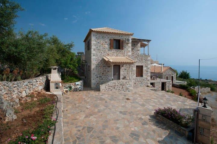 A Stone-house with unique sea view - Lefktro - Casa