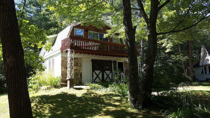 Quiet Riverfront Escape - Washago - Casa de huéspedes