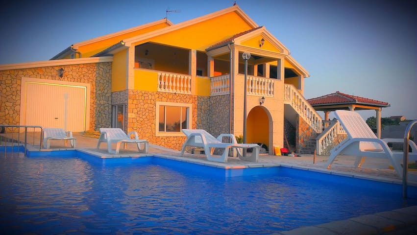 """House for holiday LePur """"last minute offer"""" - Donji Lepuri - Huis"""