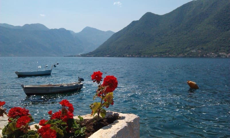 TWO BEDROOM NEAR THE SEA - Perast - Leilighet