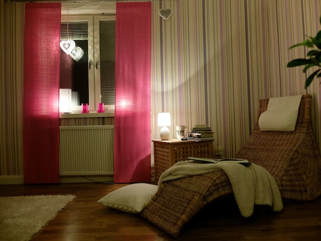 Comfy room in a flat by the water - Motala - Pis