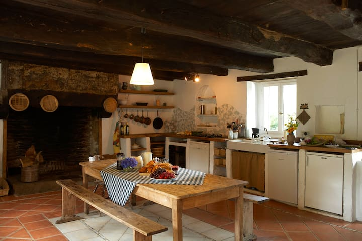300 year old Farm Building in Rural Brittany - Vieux-Viel