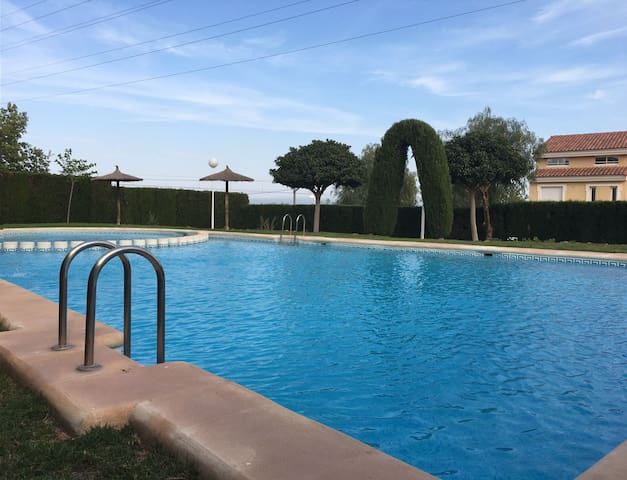 Se alquilan habitaciones dobles con piscina - Montcada - Rekkehus