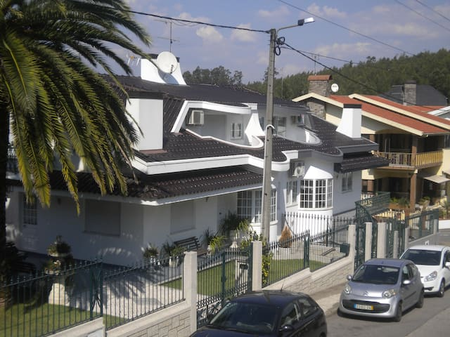 Maison Blanche appartement 1° etage 25 km du Porto - Louredo - Appartement