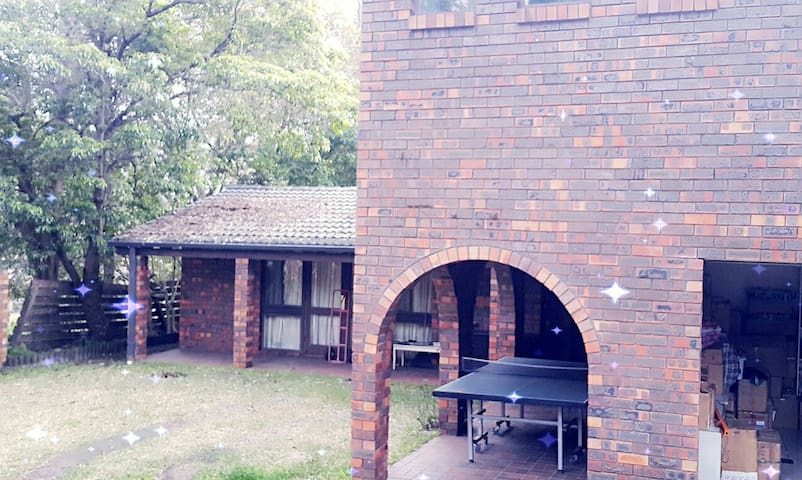 Handy and cosy 1 bedroom in a 5 bedroom house. - Wahroonga