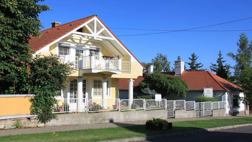 Topáz Apartmanházak - Balatongyörök