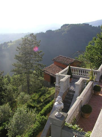Amazing view,beautiful swimmingpool - Monticino - Apartamento