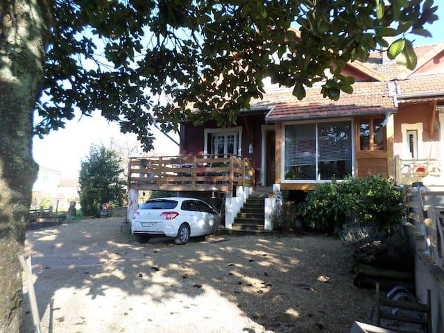 maison avec piscine et patio - Feillens - Huis