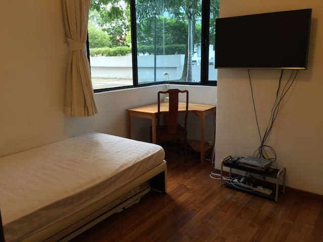 Cozy bedroom 2 Minutes WALK to MRT - Very Clean - Singapore