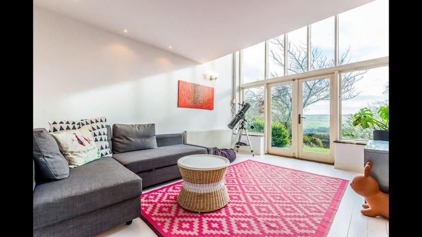 Bright annexe with amazing views - Hebden Bridge - Casa