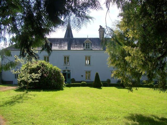 Le Chateau - Le Lorey - Huis