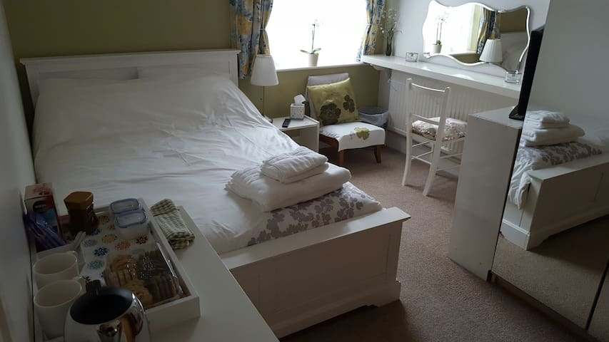 Cosy Bedroom with Double Bed, Great Location - Selby - Huis