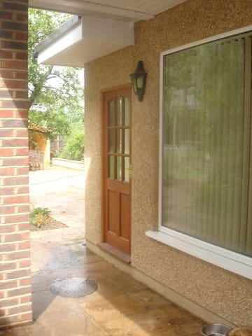 Private Double Annexe with views, Chobham Village - Chobham