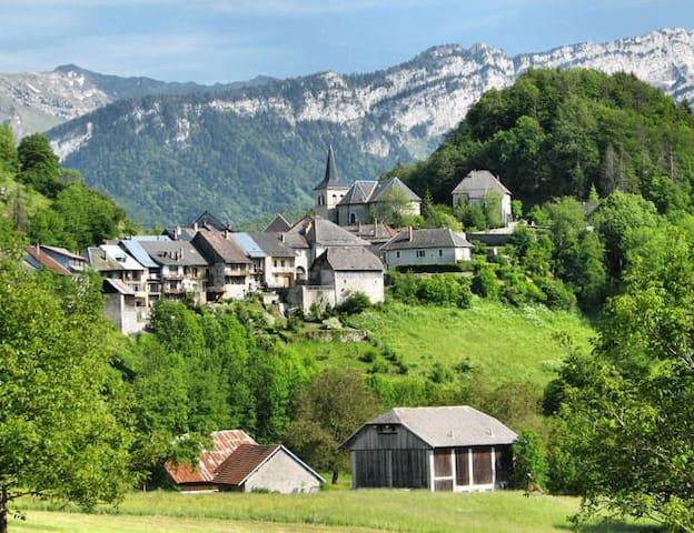 Maison de village au coeur des Bauges - Le Chatelard - Gjestehus