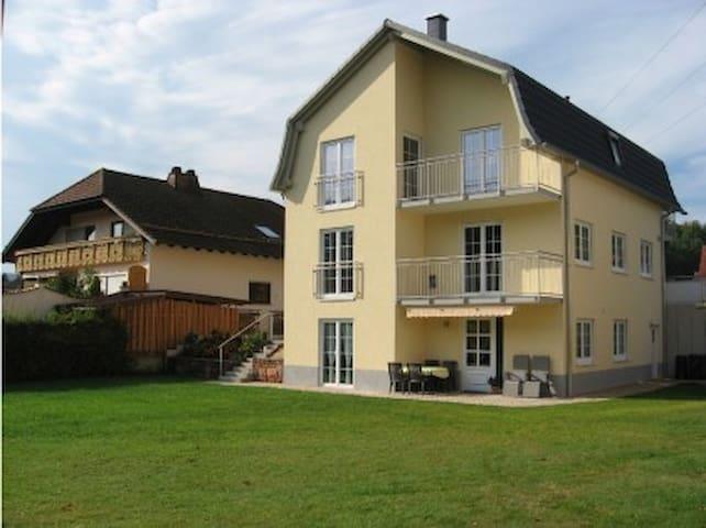 Urlaub im Dahner Felsenland, ruhige Ferienwohnung - Fischbach bei Dahn - Egen ingång