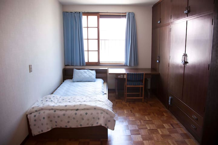 Blue door gusthouse 蓝门之家 Single bed room - Imabari-shi - Otros