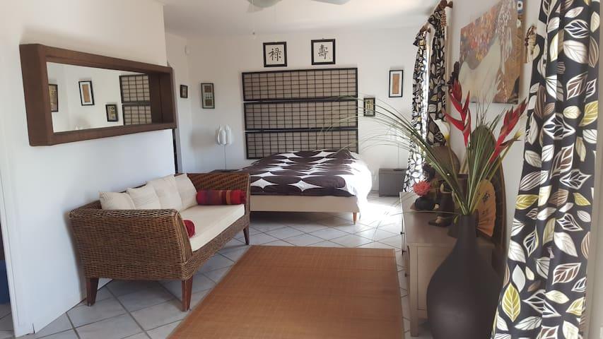 Suite spacieuse 35m2 avec piscine  & jardin 2300m2 - Galargues - Haus