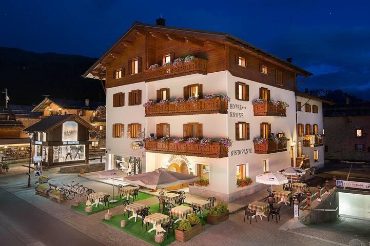 Hotel Krone Livigno - Livigno - Bed & Breakfast