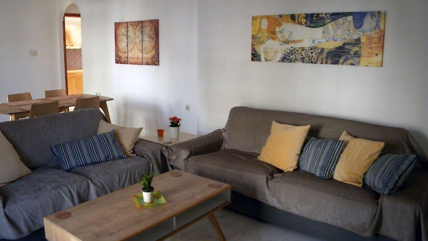Spacious cozy apartment close to the airport - Iraklio - Lägenhet