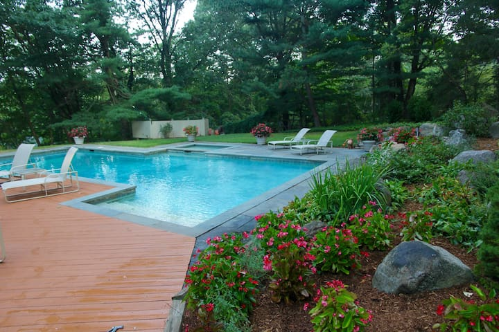 An Oasis in Armonk - Light-filled Contemporary - Armonk - Σπίτι