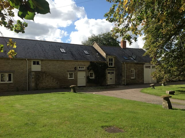 Beautiful converted barn in the Cotswolds - Fairford - Bed & Breakfast