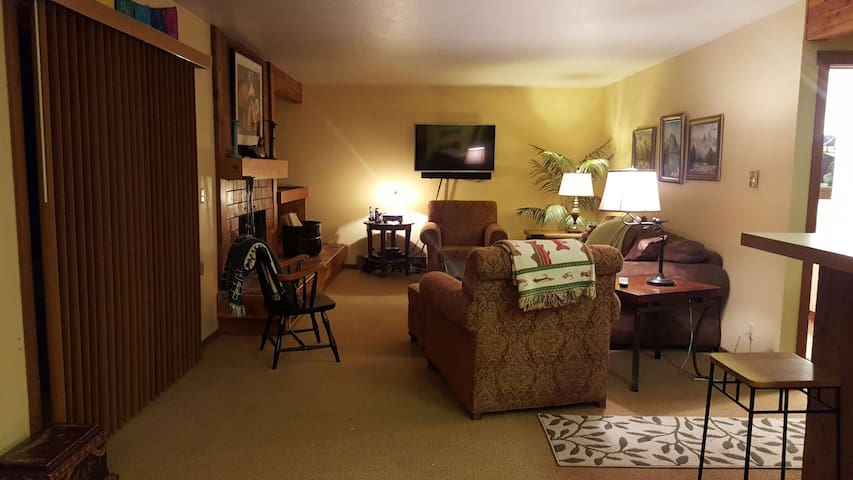Cozy and Convenient in Jackson Hole - 威爾遜 - 公寓