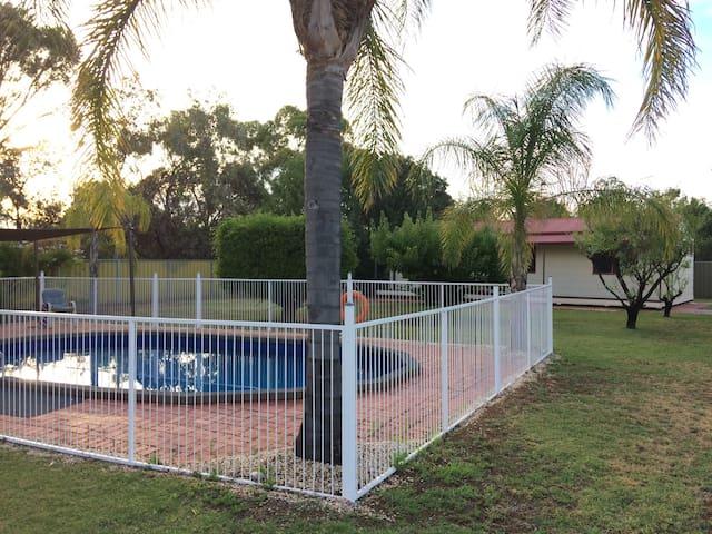 Chill bungalow in backyard paradise! - Mildura - Bungaló