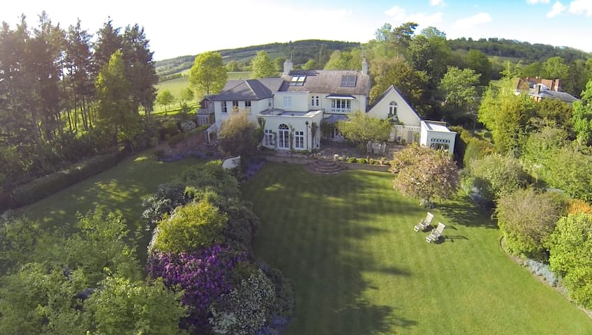 Magnificent Country Home in the Hills!! :) - Shere - Hus