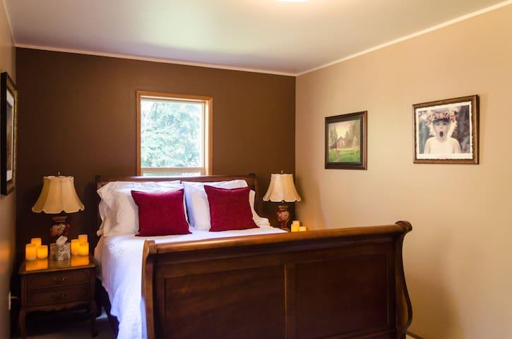 Comfortable Room/Paleo Breakfast - Port Orchard