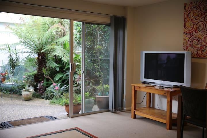 1 Bedroom Garden Apartment - Killarney Heights - Lägenhet
