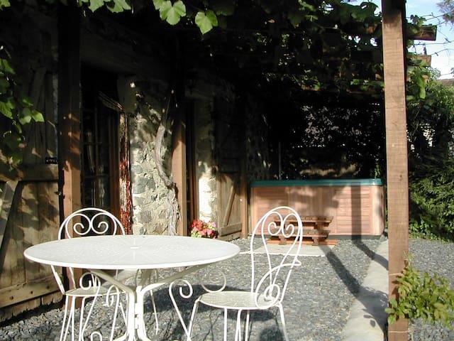 Cottage with private hot tub - Arnac-Pompadour - Leilighet