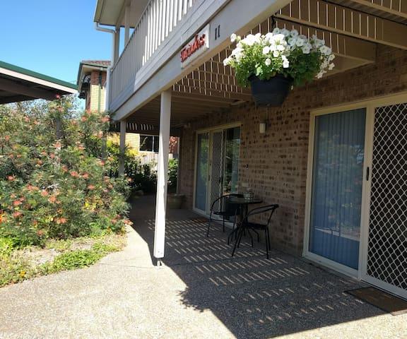 Spacious & Quaint Garden Setting - Tuross Head - Appartement