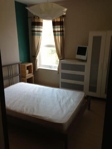 Room - Wolverhampton - Ev