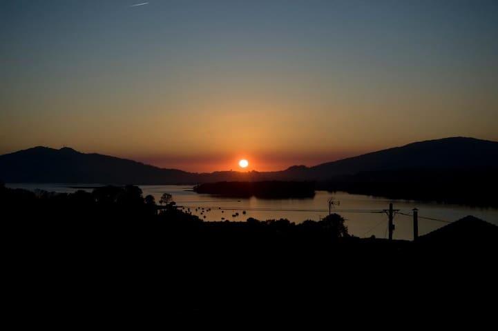 Casa de Santiago: rio, mar e a Galiza em frente - Gondarém - Villa