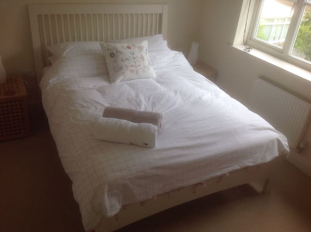 Warm, sunny room for single person - Derby - Bed & Breakfast