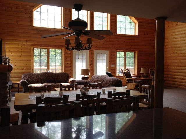 Large Cabin near Starved Rock - Oglesby - Chatka