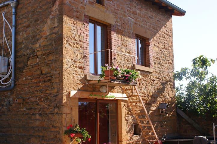 """""""La Quena du Beaujolais"""" - Maison d'hôtes - Liergues - Hus"""