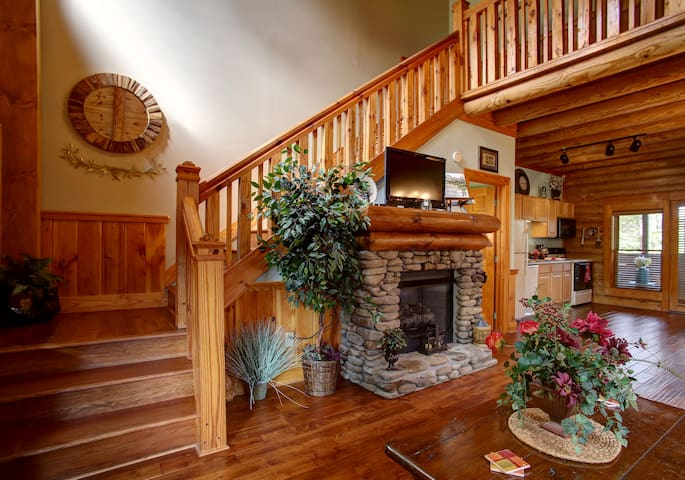 Mountain Sanctuary- ALL NEW, HAS IT ALL AND MORE - Pigeon Forge