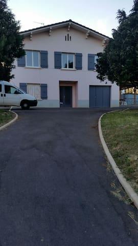 Maison  à 7 minutes du centre ville - Макон - Дом