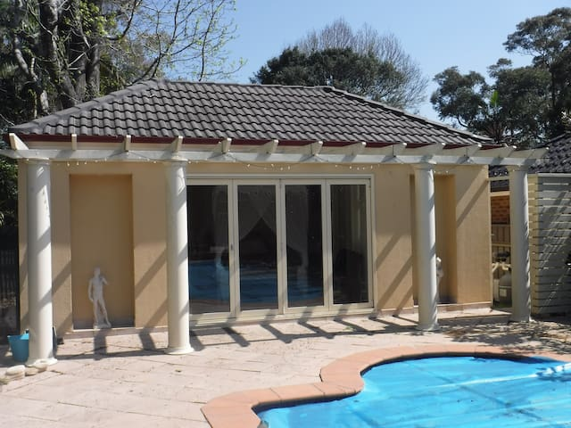 Poolside Cabana for Two - Caringbah South - Suite tamu