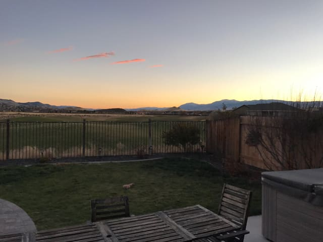 Entertainment Home w/Hot Tub & View - Sparks