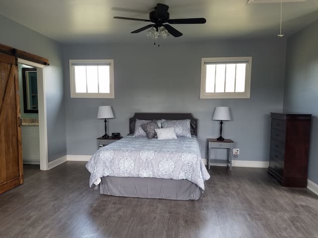 Carriage House Studio Apartment in Canton - Canton - Daire