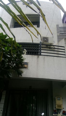 A Luxurious Villa with Lush Green Surroundings. - Thane - Bungalow