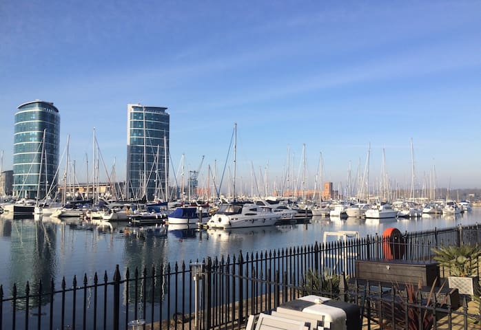 Stunning Marina Location Accommodation for 2 - Saint Mary's Island - Radhus