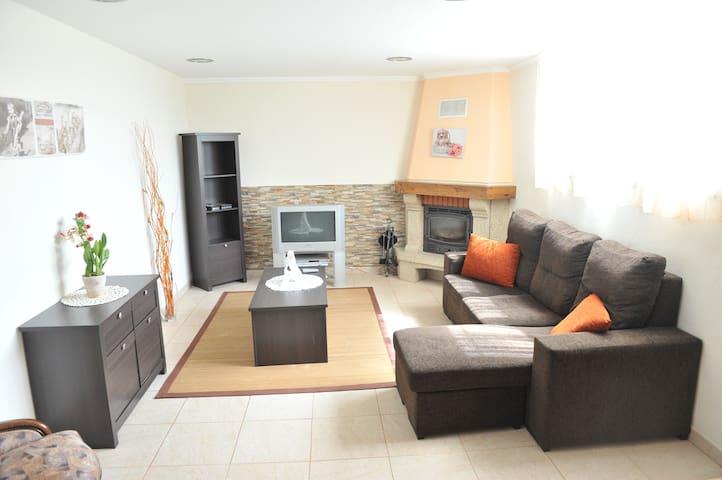 Guest House Pereira- Beach Village and Tranquility - Vila Praia de Âncora - Hus