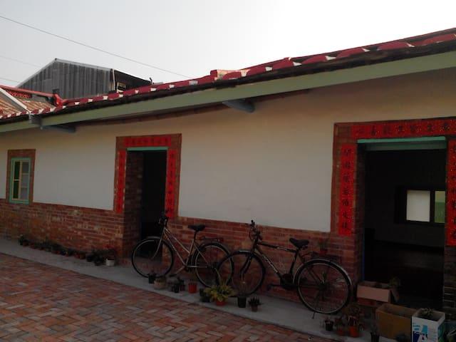 """台南傳統清雅閒適三合院-""""默居"""" - Liujia District - Chata"""
